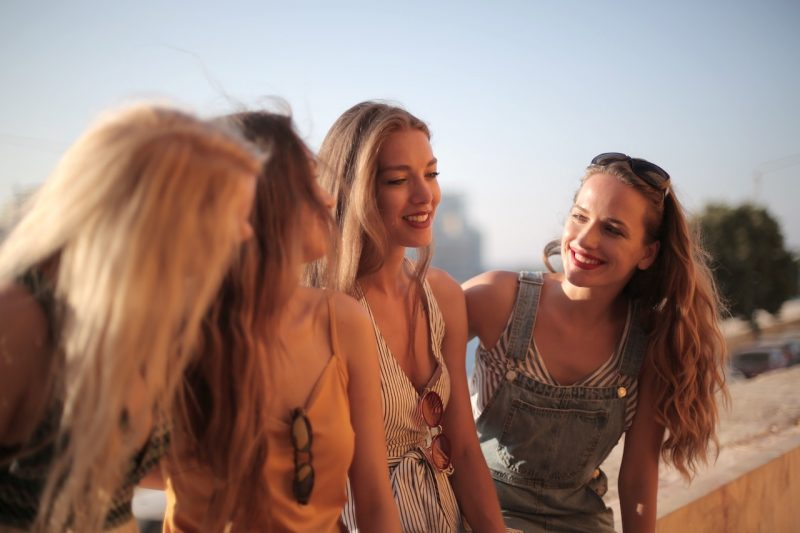 10 things girls love to talk about in private